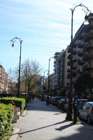 Hotel Europa Palermo: Отель расположен вблизи самой оживленной центральной Via Liberta