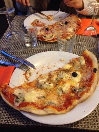 Le Panorama: Pizza immense mais digne d'un camion ambulant!!! :-(