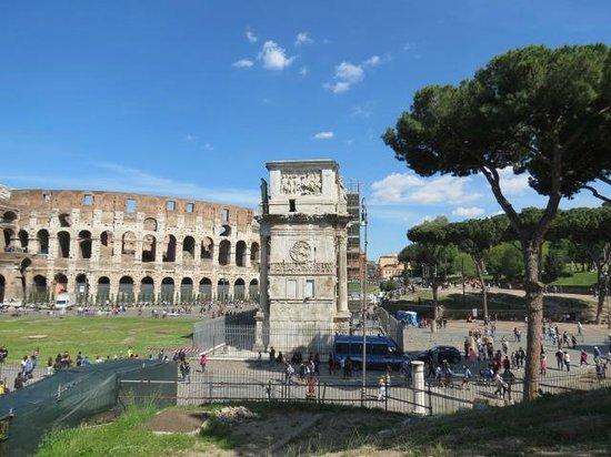 Mercure Rome Colosseum Centre : vista do quarto