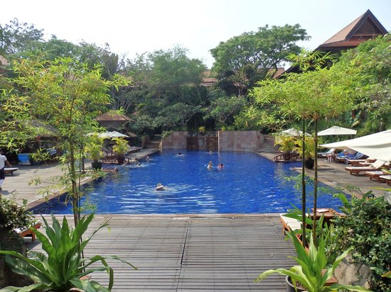 Victoria Angkor Resort & Spa: Pool with Gardens