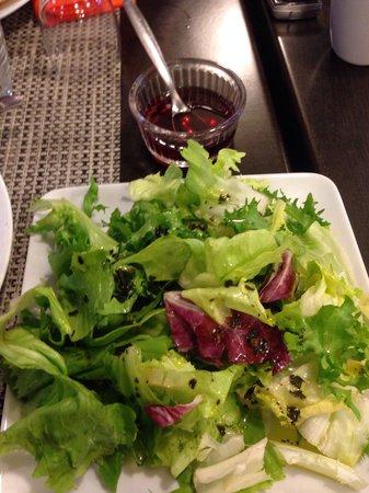 Le Panorama: Le clou du spectacle, salade à 4€ avec vinaigre servi dans un ramequin!!! Un squetch de mauvais