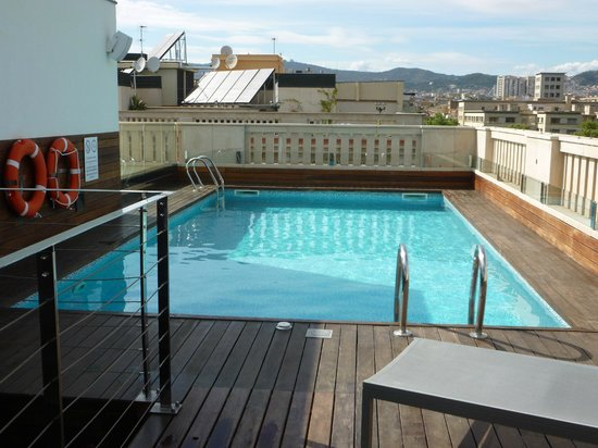K+K Hotel Picasso: roof-top swimming pool.