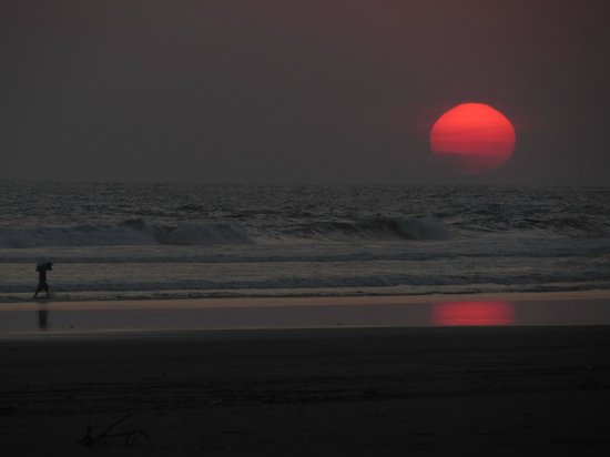 Redwood Beach Resort: One of our many beautiful sunsets.