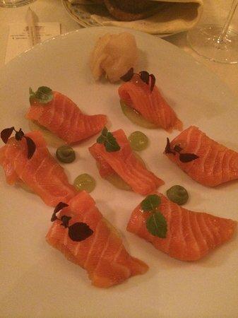 Le Cinq: Salmon sashimi