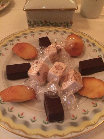 Le Cinq: Something sweet to go with your coffee