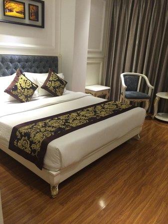 Alagon Saigon Hotel & Spa : プレミアのダブルルーム。本当にキレイ。Clean & Cosy.