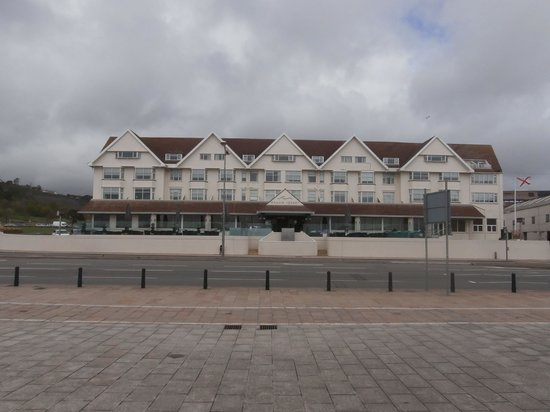 Grand Jersey Hotel & Spa : Hotel from beach