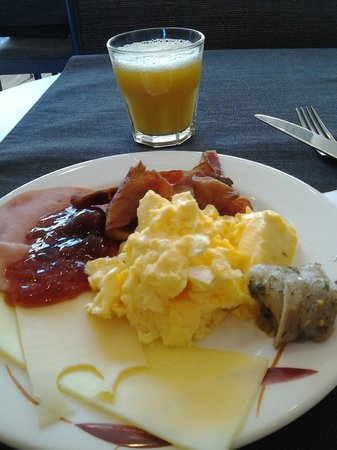 Holiday Inn Helsinki West-Ruoholahti: great breakfast in Restaurant Fokka