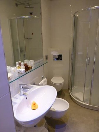 Hotel Berna: Bathroom