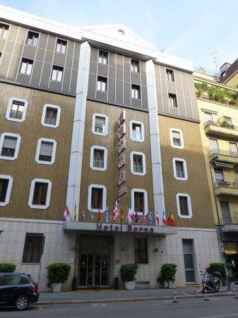 Hotel Berna: Front door