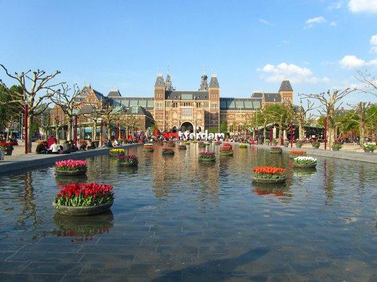 Museum Quarter: Музейная площадь, Амстердам