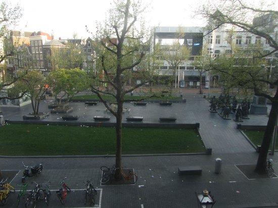 Rembrandt Square Hotel: Вид из окна на площадь утром