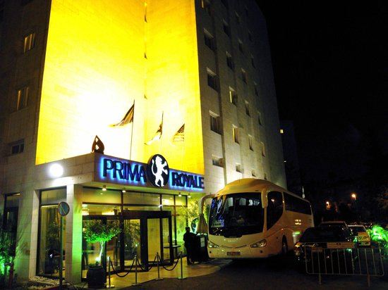 Prima Royale : Night view of the hotel