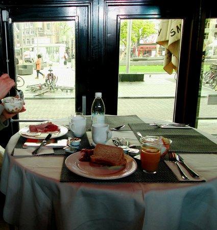 Rembrandt Square Hotel: Завтрак