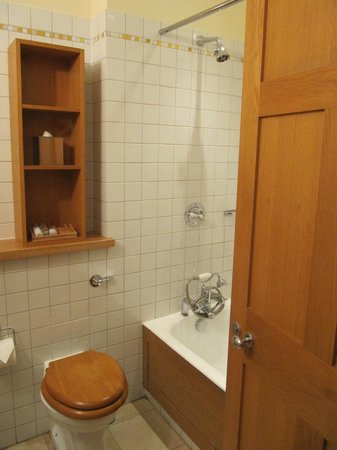 The Clarence: Bathroom