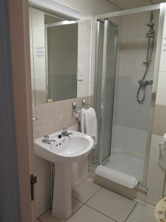 Sandringham Hotel: Bathroom