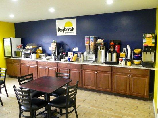 Days Inn Cortland / McGraw: Breakfast Room