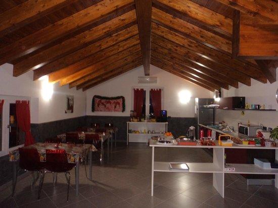 I Fiori di Malpensa: Breakfast room (fresh cakes, etc. :))