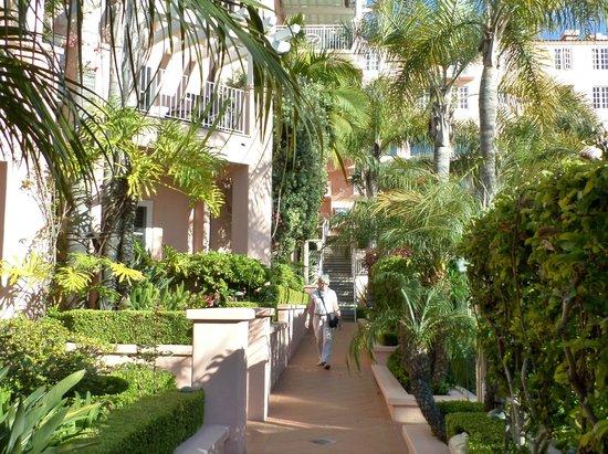 La Valencia Hotel: p 7