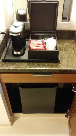 Marriott Marquis Washington, DC : Coffee machine & fridge