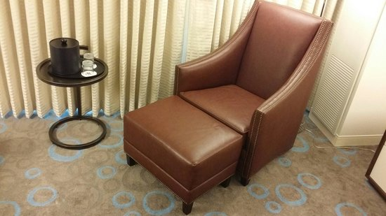 Marriott Marquis Washington, DC : Lounge chair in king room