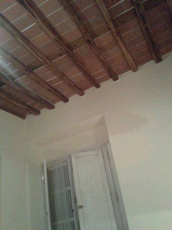 Casal Sant'elena: Stanze con caratteristici solai in legno