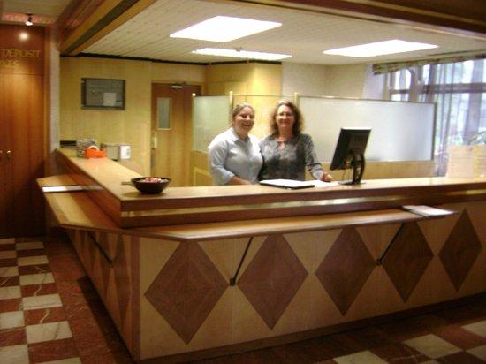 Norfolk Plaza Hotel: La recepción del hotel