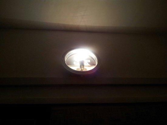 Albergo Hotel Admiral: Lampade senza vetro di protezione
