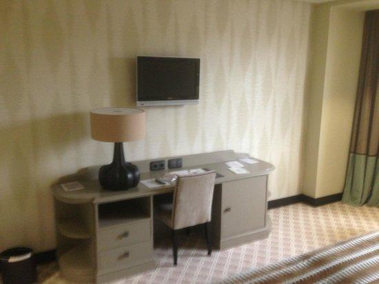 Hotel Bahía Santander: Habitación no fumador y exterior