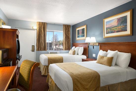 Travelodge Flagstaff East : 2 Queen Bedroom