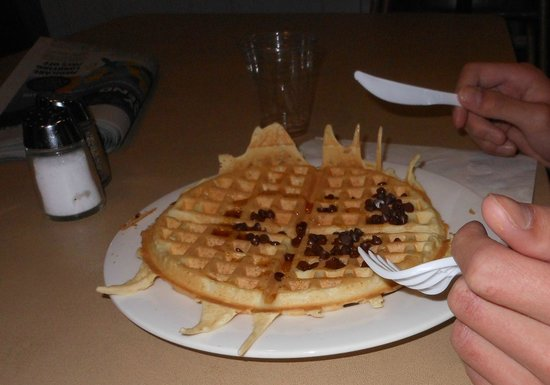 Sonesta ES Suites Flagstaff : If you don't care for spicy salsa and chorizo, there's traditional make your own waffles