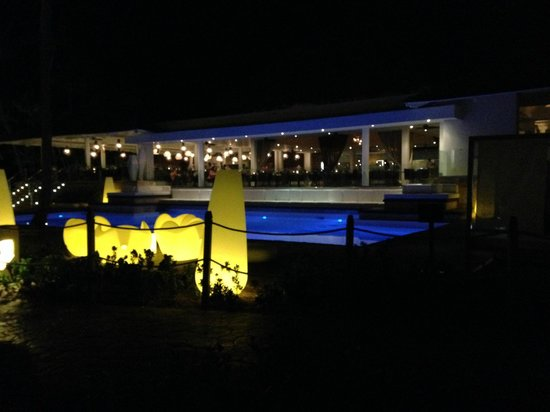 Melia Caribe Tropical : Level buffet/pool @ night