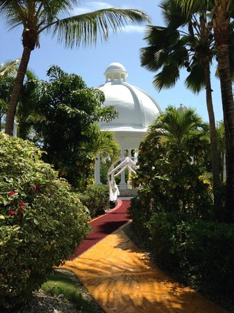 Melia Caribe Tropical : Pavillion on the grounds