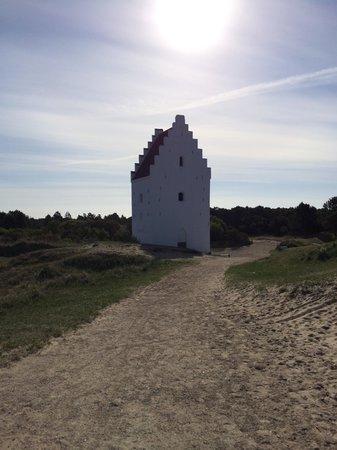 Sand Church (Den Tilsandede Kirke): Kirken i solen