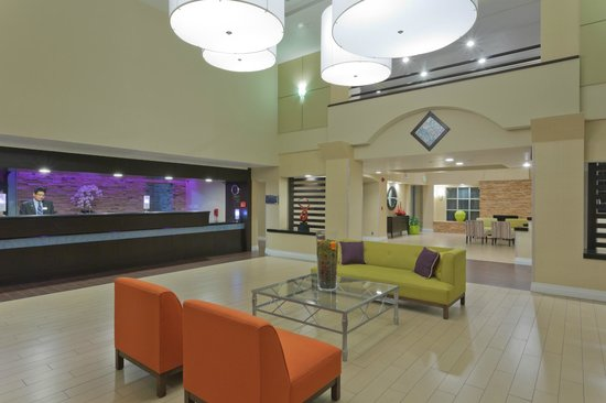 Radisson Hotel Chatsworth: Hotel Lobby