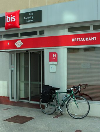 Ibis Lille Tourcoing Centre : Entrance to hotel (and my Claud Butler bike)