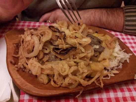 Kadar etkezde: bistecca stufata con cipolla fritta