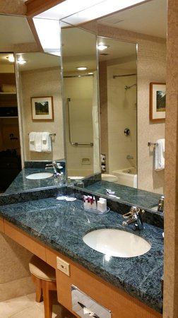 Harrah's Lake Tahoe: bathroom