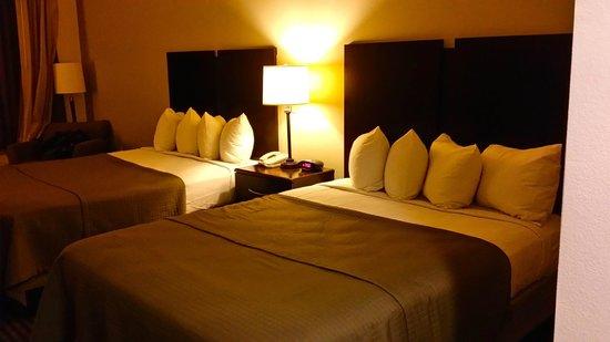Best Western Legacy Inn & Suites : beds
