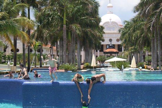 Hotel Riu Palace Riviera Maya: The main pools