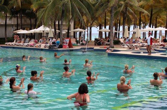Hotel Riu Palace Riviera Maya: Ricky Bobby taking a pool fitness session