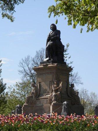 Vondelpark : Statue of Dutch Poet Joost van den Vondel