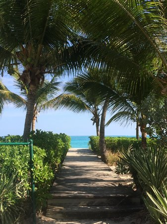 Grace Bay Suites: Walk to Beach