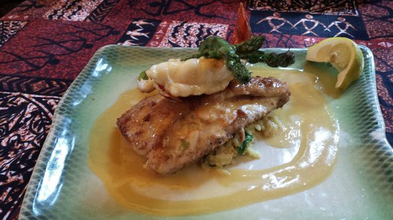 Mama's Fish House : Mahi stuffed with Crab and a lobster on top!