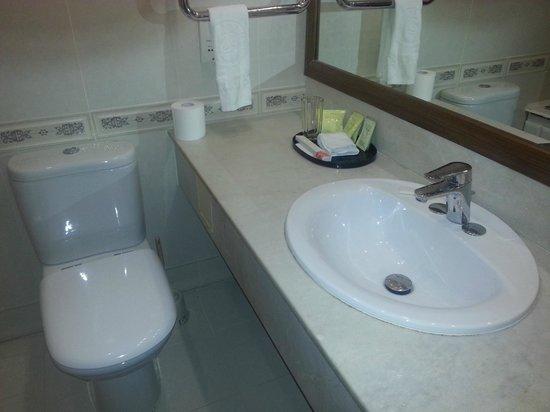 Versailles Hotel: Ванная