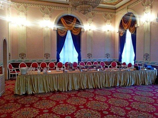 Versailles Hotel: Завтрак