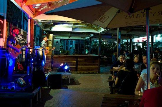 Ferrymans Tavern: Excelente reggae, blues e rock ao vivo.