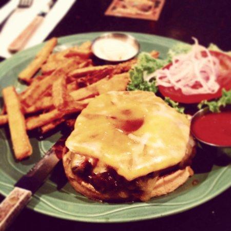 Pineapple's Island Fresh Cuisine: Tasty burger with taro french fries