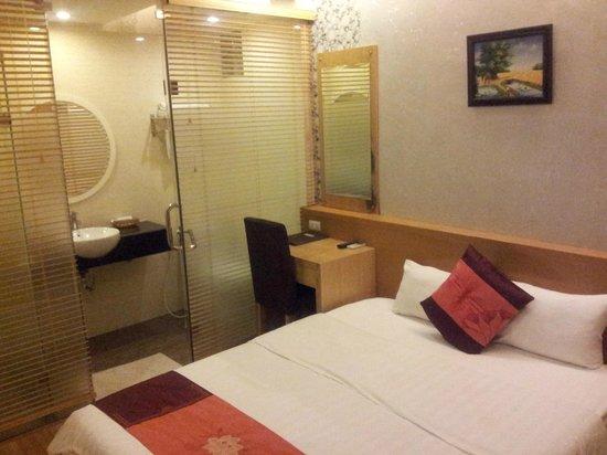 Tu Linh Palace Hotel : номер без окон