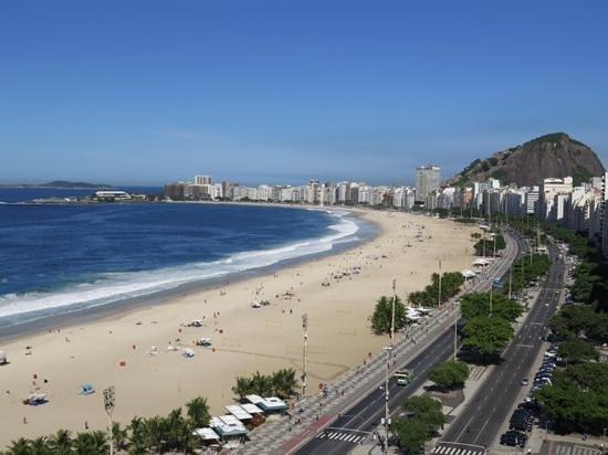 Porto Bay Rio Internacional Hotel: view down Copacabana beach